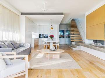 Renting out with online payment: Spacious and Light Filled Living Area