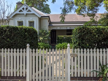 Renting out with online payment: Federation/Italianate 1893 Home