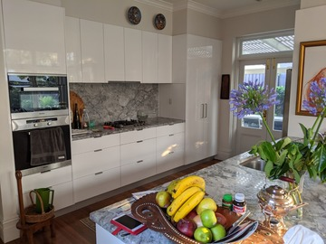Renting out with online payment: Modern Kitchen and Kitchen Table overlooking Garden