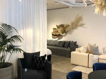 Renting out with online payment: Furniture Showroom