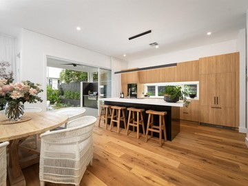 Renting out with online payment: Open Plan Kitchen with Access to the Alfresco Area