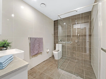 Renting out with online payment: Large Bathroom