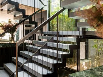 Renting out with online payment: Floating Staircase