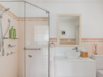 Renting out with online payment: Pastel Bathroom