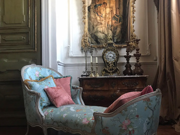 Renting out with online payment: Impressive Marie-Antoinette style Salon