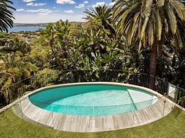 Renting out with online payment: Fenced Pool