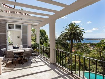 Renting out with online payment: Secured Terrace with Outdoor Dining Table