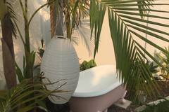 Renting out with online payment: Outdoor Freestanding Bathtub with Shower in Private Garden