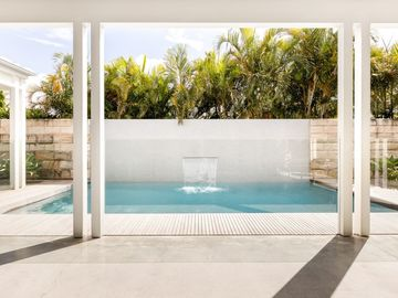 Renting out with online payment: Pool with Water Feature