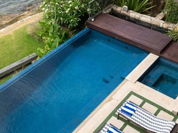 Renting out with online payment: Infinity Pool with Sun Loungers