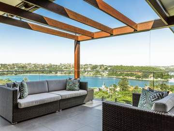 Renting out with online payment: Veranda with Retractable Pergola Style Cover and Sofas