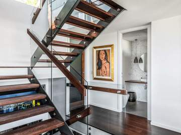 Renting out with online payment: Beautiful Floating Staircase