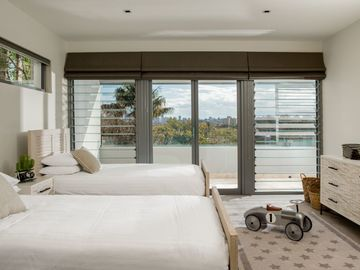 Renting out with online payment: Two Singe Beds Bedroom with Balcony