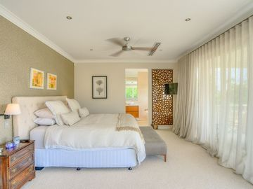 Renting out with online payment: Large Bedroom with Balcony