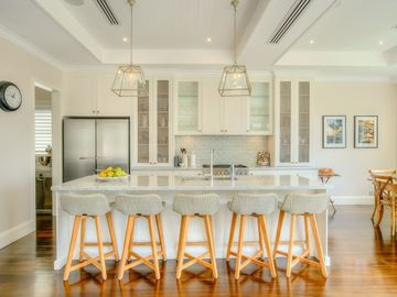 Renting out with online payment: Fully Equipped White Kitchen