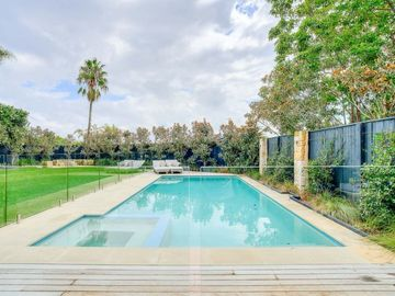 Renting out with online payment: Unheated Pool