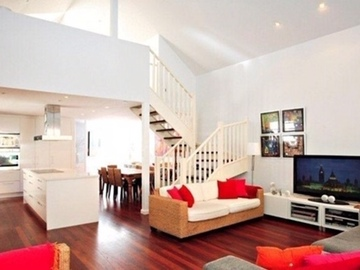 Renting out with online payment: Bright living room in Manly