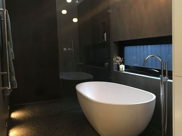 Renting out with online payment: Large and Relaxing Bathroom