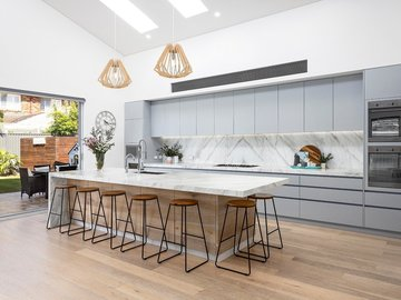 Renting out with online payment: Stunning Modern Kitchen