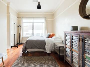 Renting out with online payment: Spacious and Bright Bedroom