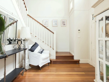 Renting out with online payment: Hamptons Style Staircase