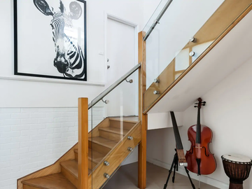 Renting out with online payment: Beautiful Wooden Stairs