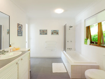Renting out with online payment: Bathroom with Double Sinks, Bath and Rainwater Shower