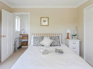 Renting out with online payment: Bedroom Overlooking the Porch and Pittwater