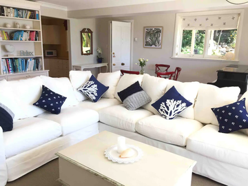 Renting out with online payment: Hamptons Style Living Room