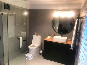 Renting out with online payment: Stunning Bathroom