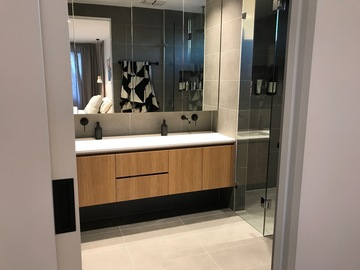 Renting out with online payment: Modern Pristine Bathroom