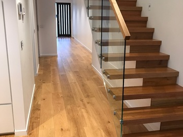 Renting out with online payment: Modern Wooden Stairs