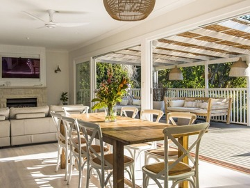 Renting out with online payment: Well-Lit Dining Area with Outdoor Access