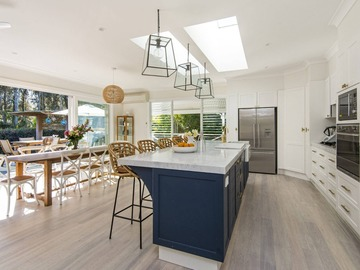 Renting out with online payment: Modern Kitchen with Skylights