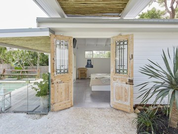Renting out with online payment: Contemporary Chic House