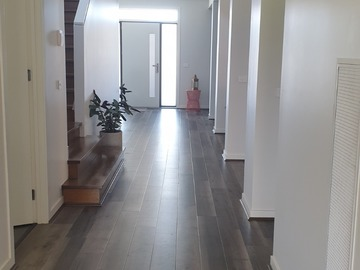 Renting out with online payment: Wide well lit Corridor
