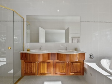 Renting out with online payment: Ensuite with a Large Spa Bath