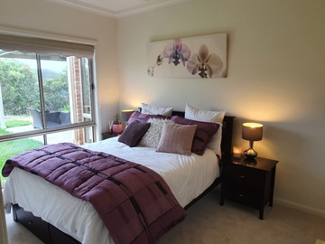Renting out with online payment: Purple Themed Bedroom