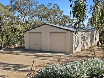Renting out with online payment: Large Shed with a Pool and Foosball Table Inside
