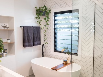 Renting out with online payment: Light-Filled Boho-Chic Bathroom