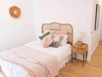 Renting out with online payment: Boho-Chic Bedroom with A Single Bed in Pastel Color