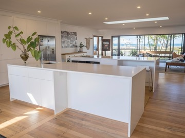 Renting out with online payment: Open Plan Ktchen with Views of the Ocean