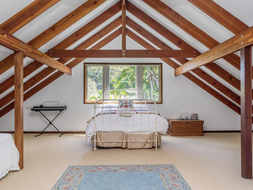 Renting out with online payment: Bright Bedroom with Exposed Timbers