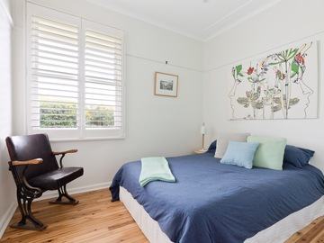 Renting out with online payment: Light-Filled Bedroom