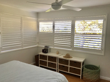 Renting out with online payment: Bedroom with Ample Light  and Plantation Shutters