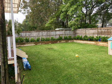 Renting out with online payment: Garden and Backyard Overlooking Gum Trees