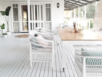 Renting out with online payment: Wrap around homestead verandas