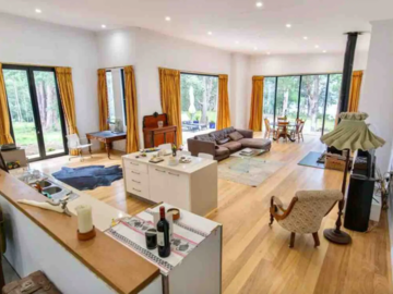 Renting out with online payment: Spacious living room