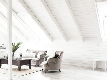 Renting out with online payment: Guest House - all White high Vaulted ceiling cottage