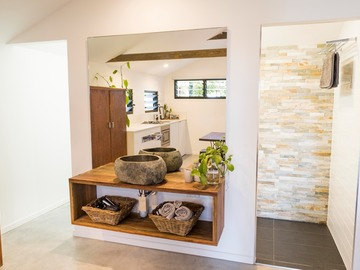 Renting out with online payment: Kite Shed Bathroom